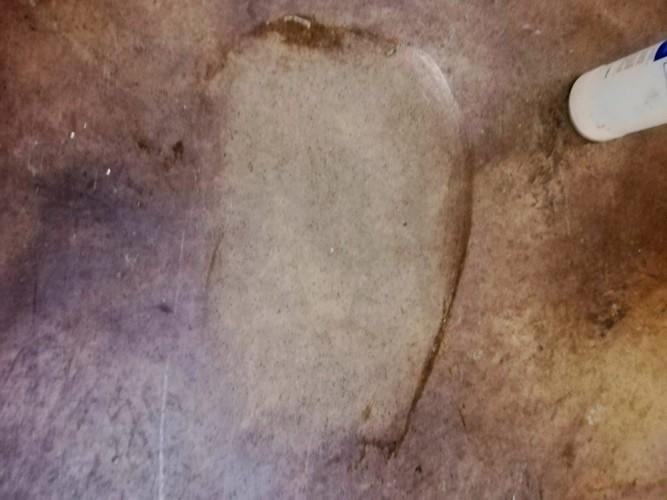 odmaštění betonové podlahy