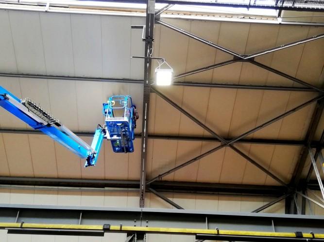 čištění stropu výrobní haly - trapézový plech