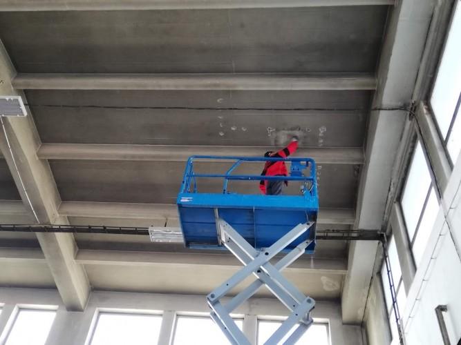 čištění betonového monolitického stropu
