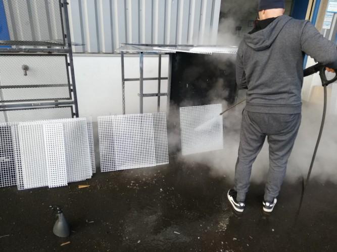 čištění podhledů administrativní budovy