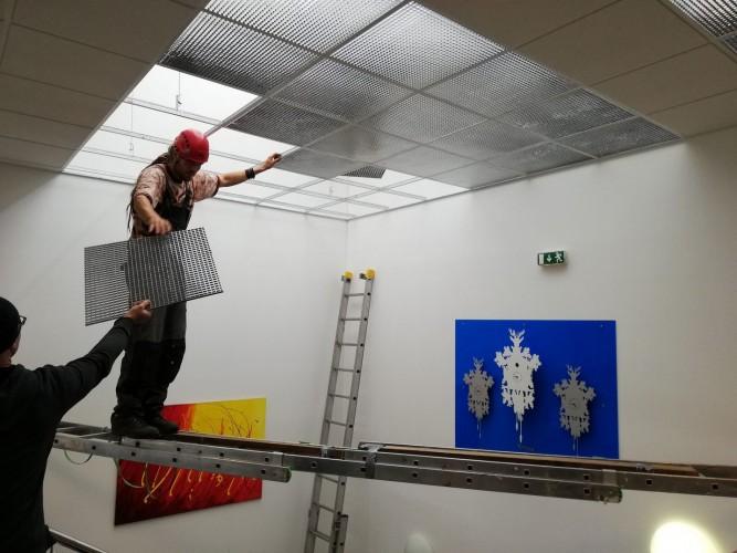 instalace vyčištěných podhledů administrativní budovy