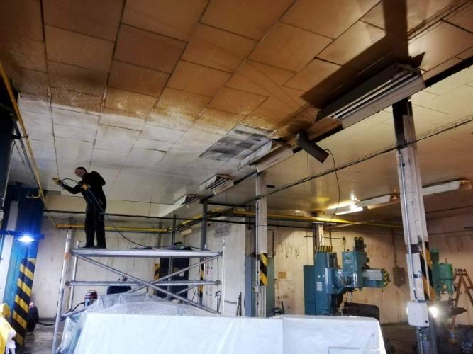 čištění stropu nástrojárny - aktivní pěna