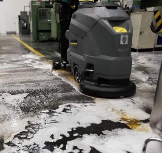 strojové odsátí silně znečištěné pěny