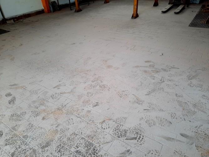 čištění haly zinkovny
