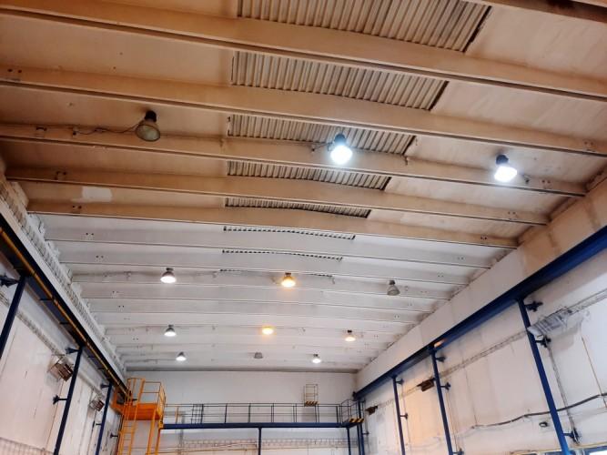 nástřik stropu výrobní haly po očištění