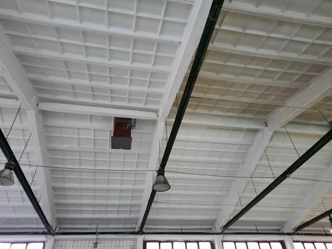 strop těsně před dokončením