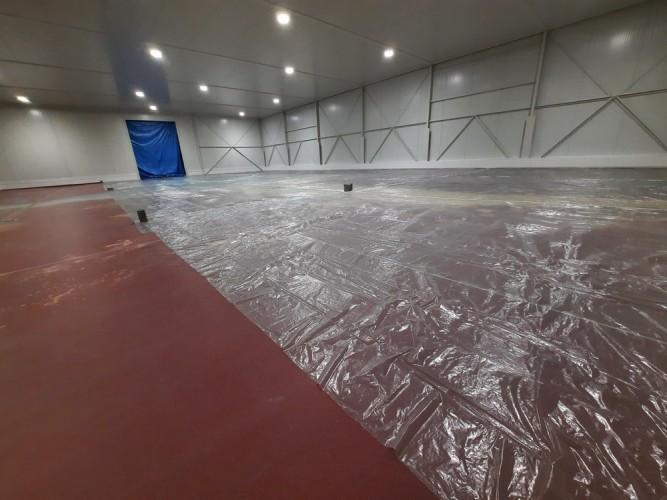 zakrytí povrchu před nástřikem PUR panelů